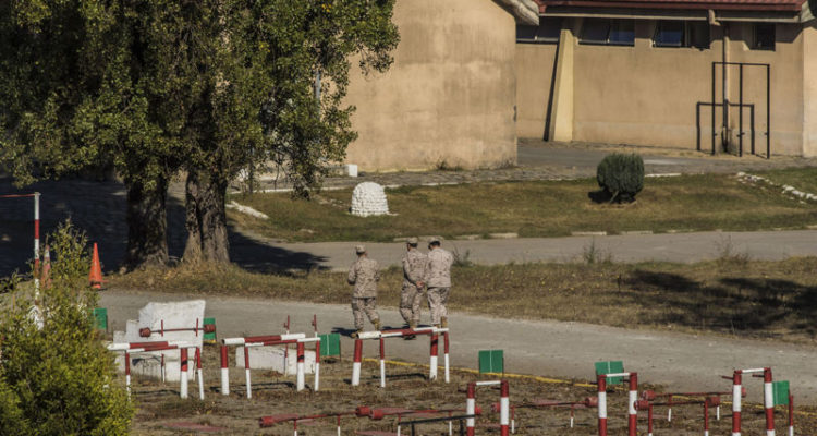 Implicados en robo de fusiles desde regimiento siguen detenidos: Fiscalía Militar guarda silencio