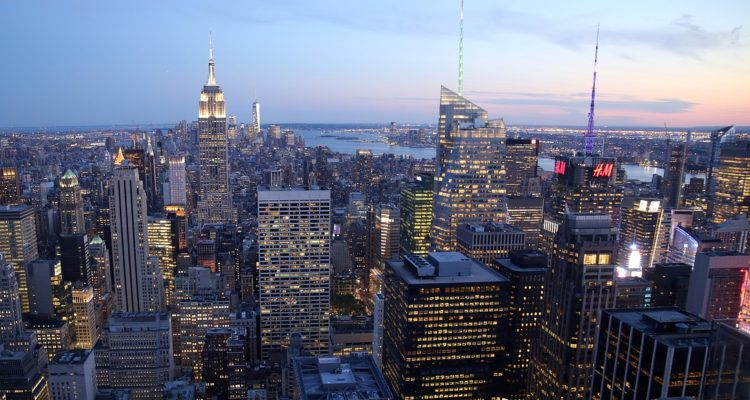 Booking pagará multa por no respetar precio de hotel en Nueva York a turista chilena