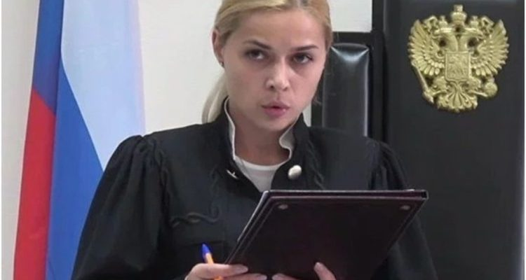 ¿Venganza al desnudo?: jueza rusa se ve forzada a renunciar tras filtrarse foto suya en topless