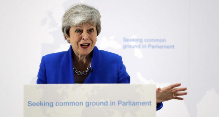 May propone nuevo referéndum si Parlamento aprueba su acuerdo para el Brexit