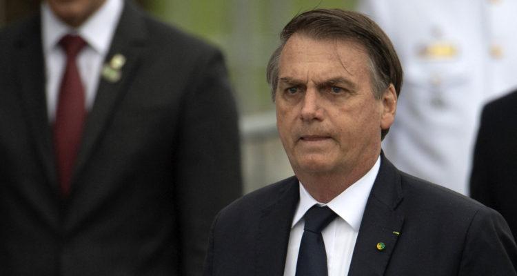 Bolsonaro destituye a su tercer ministro en 6 meses en medio de pugnas internas