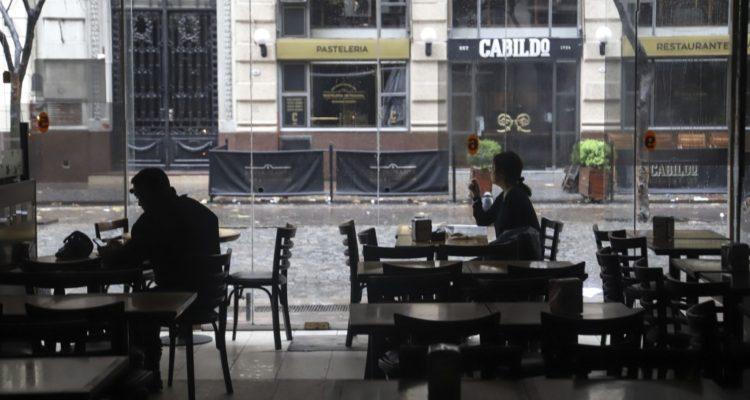 ¿Qué se sabe del apagón que dejó a oscuras a Argentina y Uruguay?