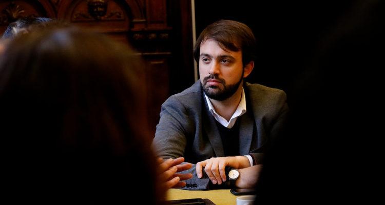 Valparaíso mantendrá Historia y Educación Física obligatorias en tercero y cuarto medio