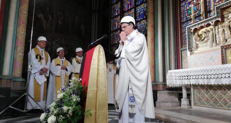 Catedral Notre Dame de París celebra su primera misa tras el incendio que devastó su cubierta