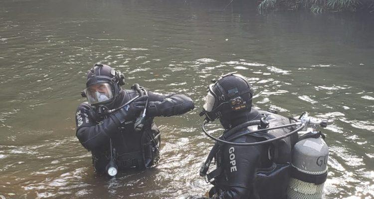 A más de 2 metros de profundidad encuentran cuerpo de mujer en estero de Padre Las Casas