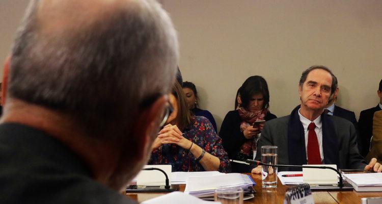 Ministro Larraín desmiente a Saffirio pese a video en que admite haber ojeado informe sobre Sename