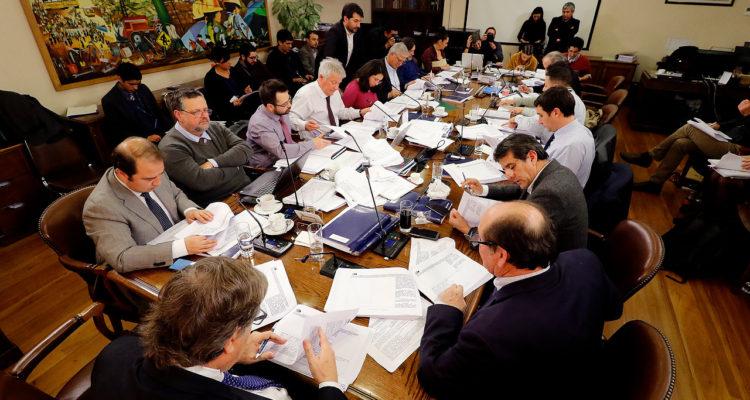 Pensiones: Gobierno se inclina por mantener propuesta de licitar el 4% de cotización extra