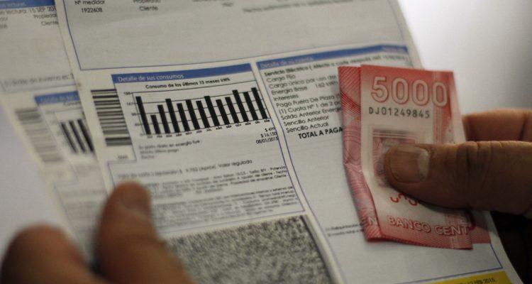 Más de 50 mil familias de Los Ángeles recibirán devolución del cobro por medidores inteligentes