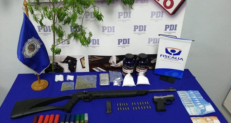 Operativo policial deja tres detenidos y la incautación de drogas y armas en Ancud