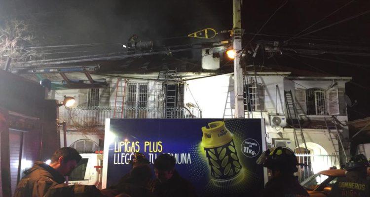 Familia logró escapar de incendio en Ñuñoa: protecciones en puertas y ventanas complicaron rescate