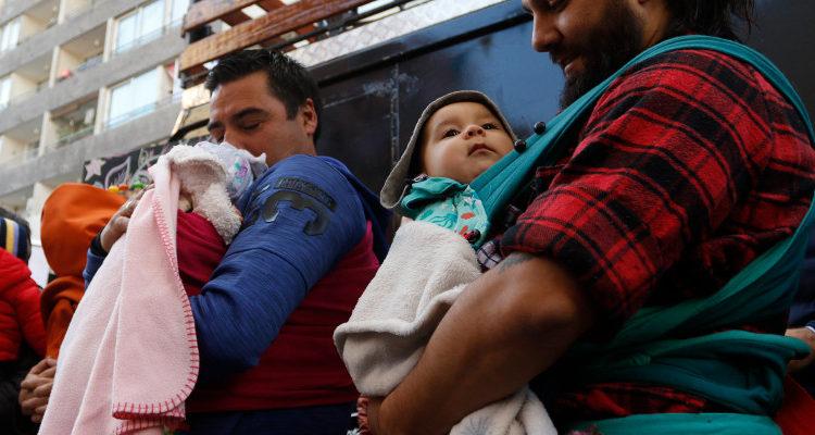 Empresa se la juega e implementa postnatal pagado de 6 meses para hombres en Chile