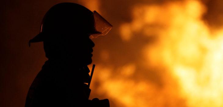 Incendio afectó a farmacia y panadería en la comuna de Padre Las Casas