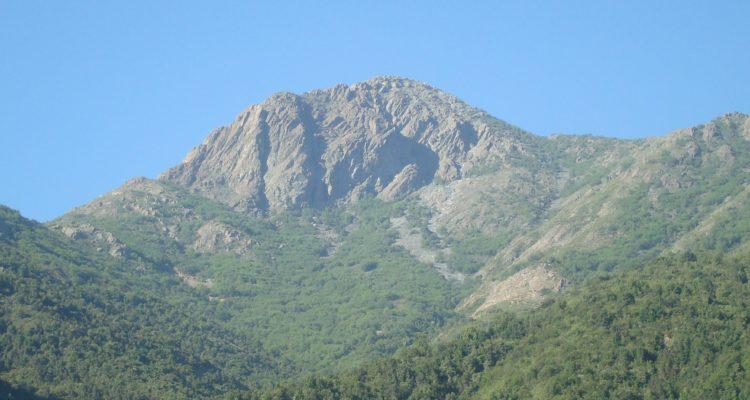 Mujer de 57 años debió ser rescatada tras sufrir fractura mientras subía cerro La Campana