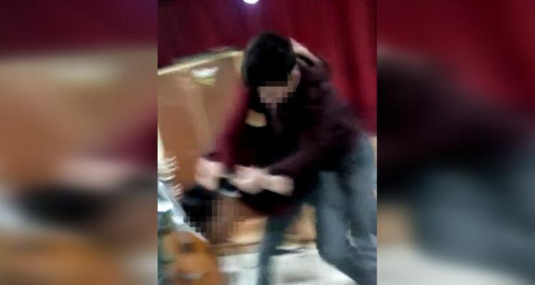 Expulsan a estudiante de conocido liceo de Los Ángeles por golpear con puños y su cabeza a compañero