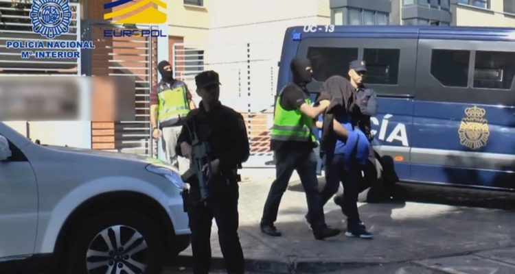 Hombre asesina a su expareja y a su familia delante de sus hijos en crimen que conmociona a España