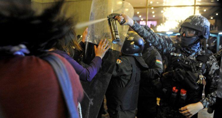 Estallan las protestas en Bolivia: incendian recinto electoral tras conteo de votos favorable a Evo