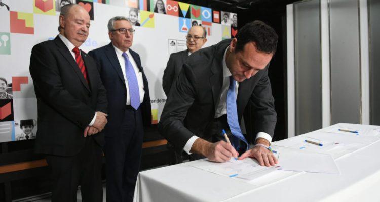 1.700 alumnos de U. del Pacífico podrán continuar sus estudios en la UTEM tras firma de convenio