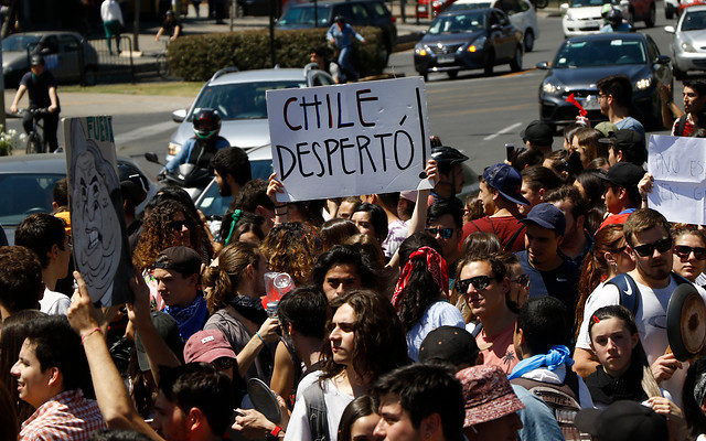 Manifestantes de Puerto Montt tras medidas anunciadas por Piñera: