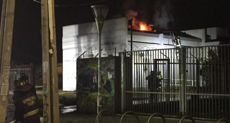 Incendio afectó a planta de comunicaciones telefónicas en Pudahuel