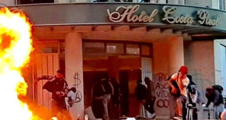 Incendian Hotel Costa Real en La Serena tras ser saqueado: Bomberos debió rescatar a huéspedes