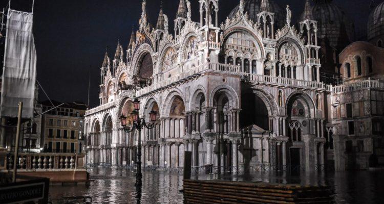 Cierran la plaza de San Marco en Venecia debido a nuevas inundaciones
