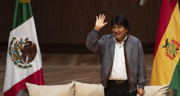 Evo Morales sale de México por