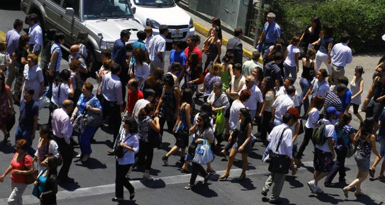 Gobierno planea que empresas recurran al seguro de cesantía para completar sueldos y evitar despidos