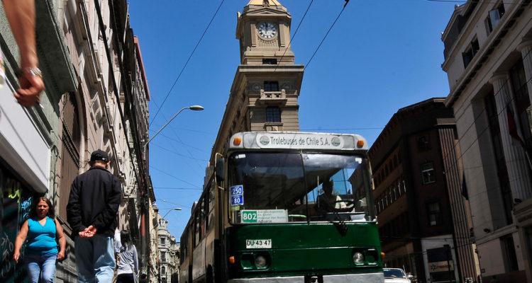 Continuidad de famosos trolebuses de Valparaíso peligra: Senador Lagos pide compromiso del Ejecutivo