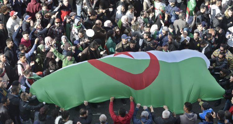 Abstención, incidentes y llamados a boicot marcan cuestionadas elecciones presidenciales en Argelia