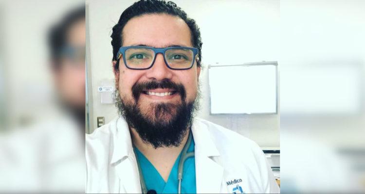 Médico ofrece atención gratuita a personas vulnerables de Puerto Montt