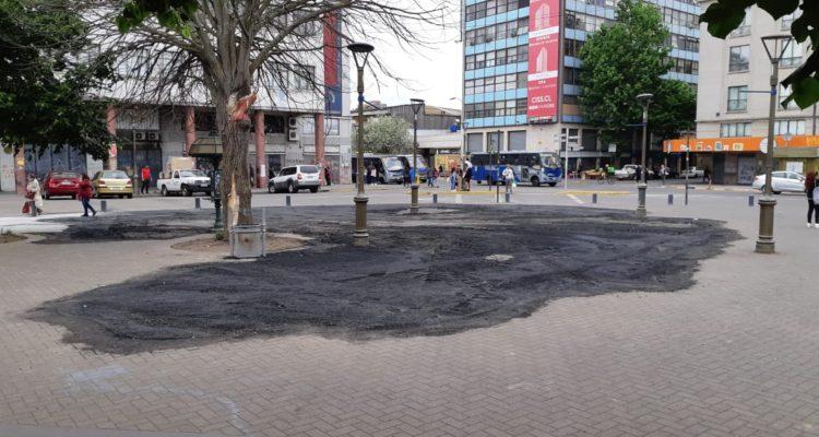 Serviu reemplaza parche de asfalto en Plaza de la Independencia tras conflicto con el municipio