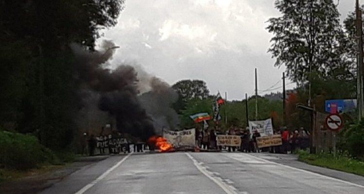 Gobierno invocará Ley de Seguridad del Estado contra detenido por barricada en Panguipulli