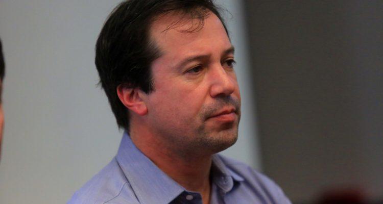 Ministro Palacios viaja a Foro Mundial en Suiza: se reunirá con inversionistas extranjeros en Chile