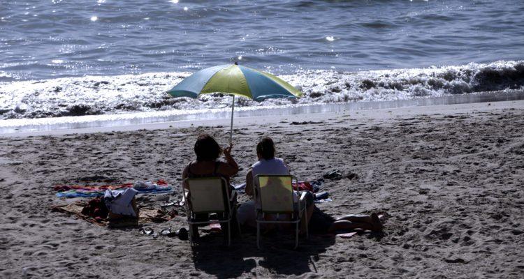 Autoridades dicen que cobro de 4 mil pesos por estacionarse no es ilegal en Playa Puerto Fonck