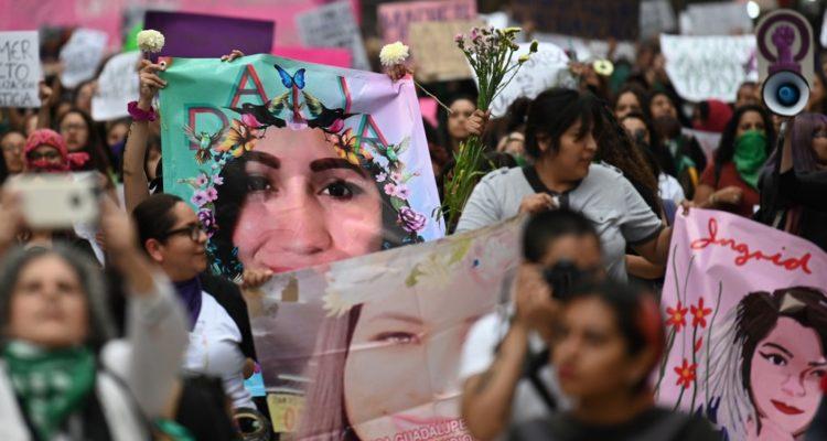 Mujeres marchan en Ciudad de México para recordar a víctima de brutal feminicidio