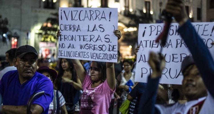 Cientos de peruanos marchan en rechazo a los migrantes venezolanos