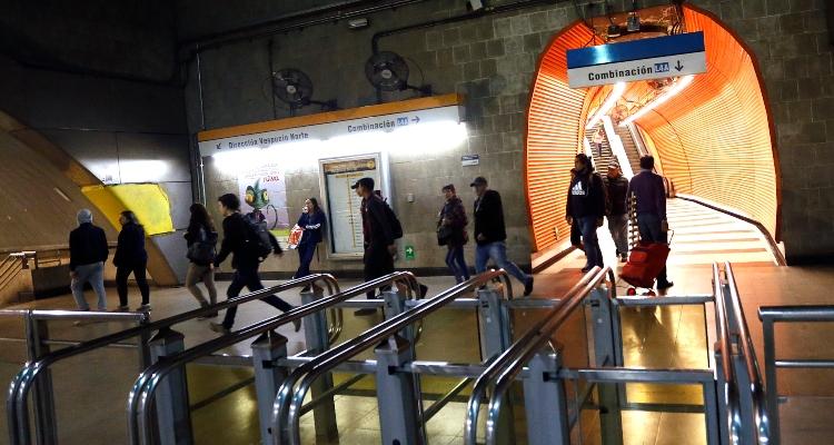 Metro anuncia cambios para este jueves en estación La Cisterna por trabajos en el lugar