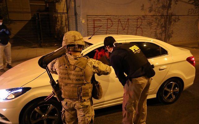 Carabineros reporta que 339 personas fueron conducidas a comisarías por infringir toque de queda