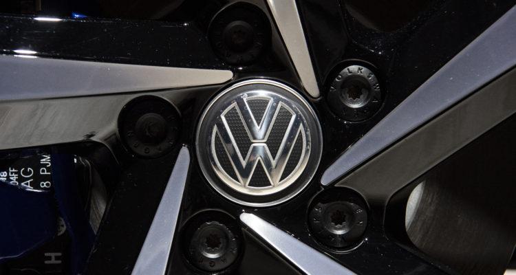 Justicia alemana ordena a Volkswagen a pagar compensación parcial a cliente por