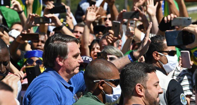 Bolsonaro lidera nueva manifestación en Brasil donde hay más de 27.000 muertos por coronavirus