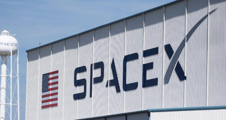 SpaceX lista para enviar astronautas al espacio por primera vez
