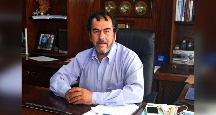 Hombre ataca a alcalde de Carahue con cuchillo: jefe comunal salió ileso y sujeto quedó en libertad