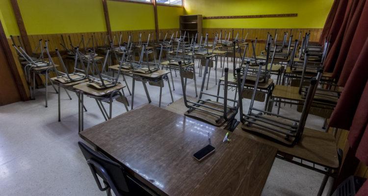 Autoridad de Los Lagos compromete trabajos para controlar aumento de robos en escuelas de la región