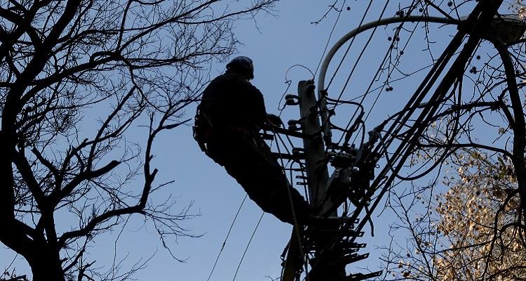 Persisten cortes de energía eléctrica en la capital: Vega Central lleva 12 horas sin luz
