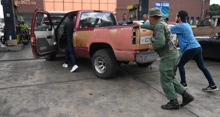 Del combustible más barato a un mercado dual: Venezuela estrena gasolineras privadas