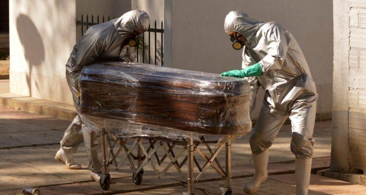 Cadáveres se acumulan en las casas por falta de espacio en ciudad boliviana