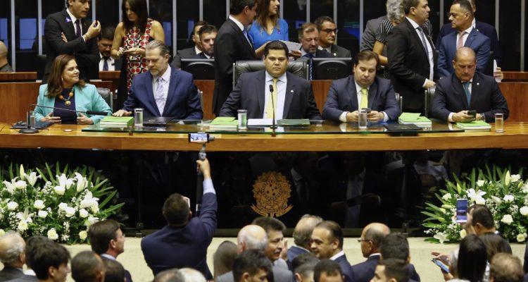 Senado de Brasil aprueba proyecto para perseguir las