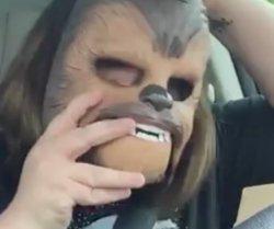 Esta mujer y su Chewbacca se transformaron en el video en vivo más visto de Facebook