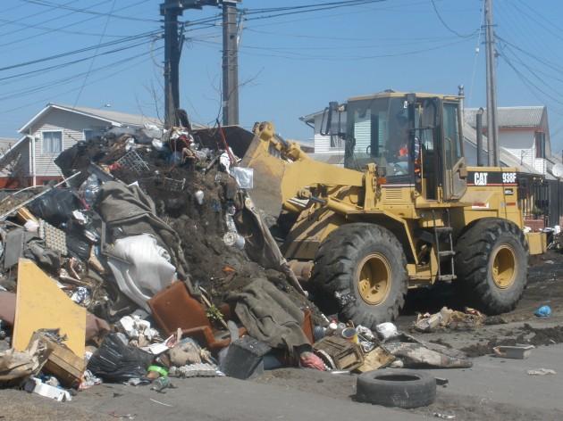 Limpiando las calles de Salinas y Santa Clara | Verónica Asenjo
