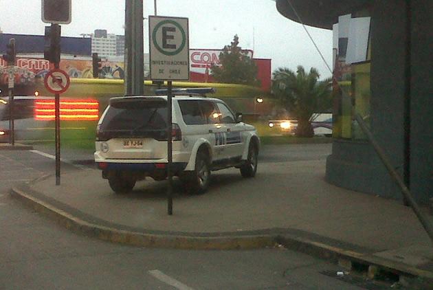 Vehículo estacionado sobre la vereda   Pedro Hernández